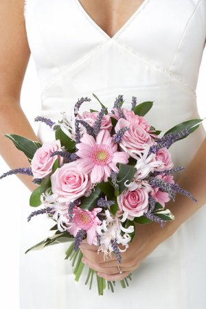 using Lavender flower for weddings in wedding bouquets